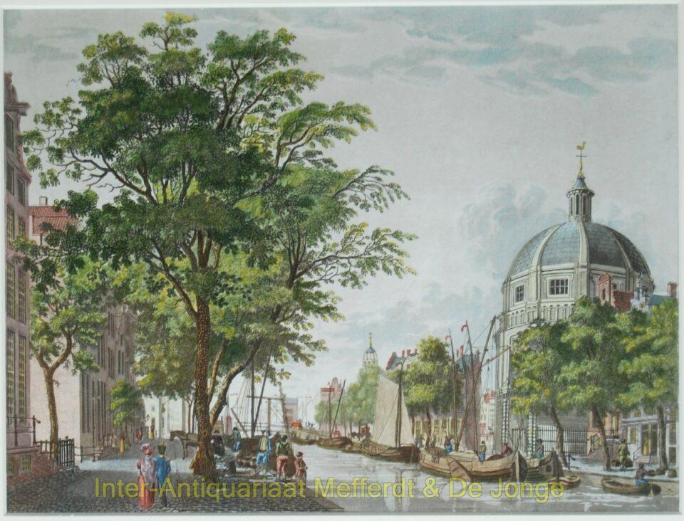 Amsterdam - gezicht op de Singel met de ronde Lutherse kerk